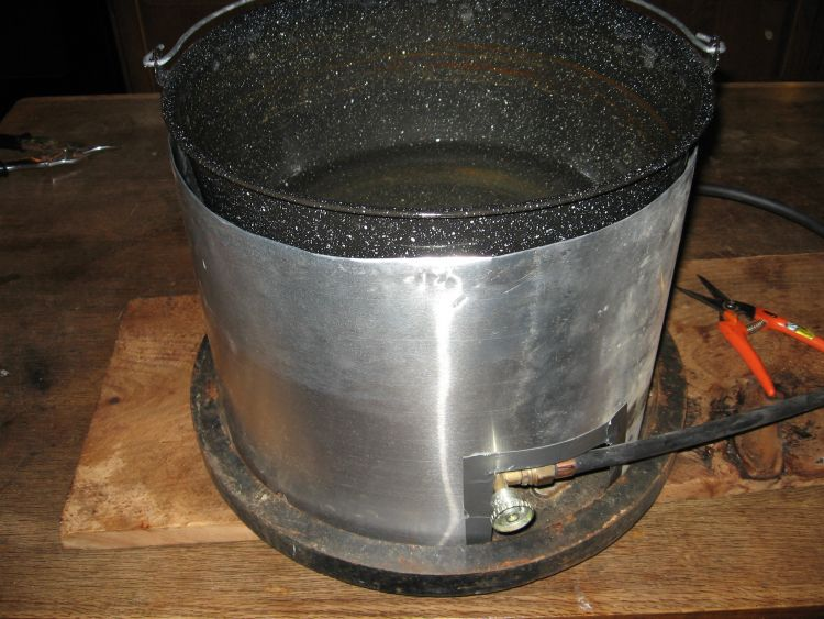 Boiling pan in place