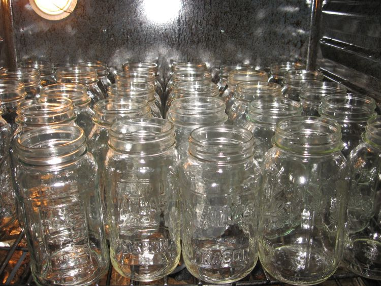 Preheating canning jars in oven