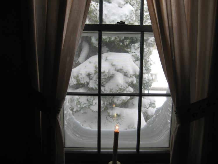 2013 Blizzard at front window